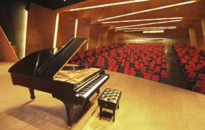 El piano del Complejo fue donado por un académico de la Universidad y es uno de los mejores ejemplares del país.