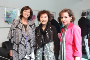 Paula Baraona, curadora de la Agrupación Cultural de Santo Domingo; la artista Ruby Yunis; y Ana María Bravo, directora ejecutiva de Ingeniería UC.