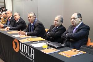 Decanos y representantes de universidades en la asamblea.